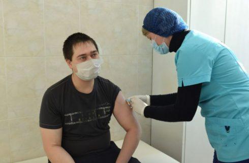 В Самарском ракетно-космическом центре началась вакцинация от COVID-19