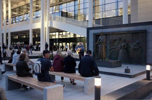В Самаре завершился ремонт памятника Владимиру Высоцкому у Ледового дворца
