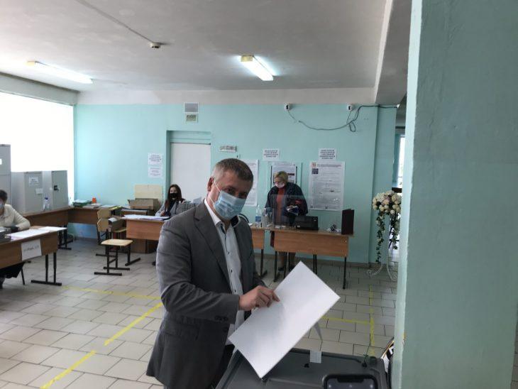 Депутат Самарской Губернской Думы Денис Волков проголосовал на выборах