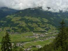 Blick von der Hütte auf das Zillertal