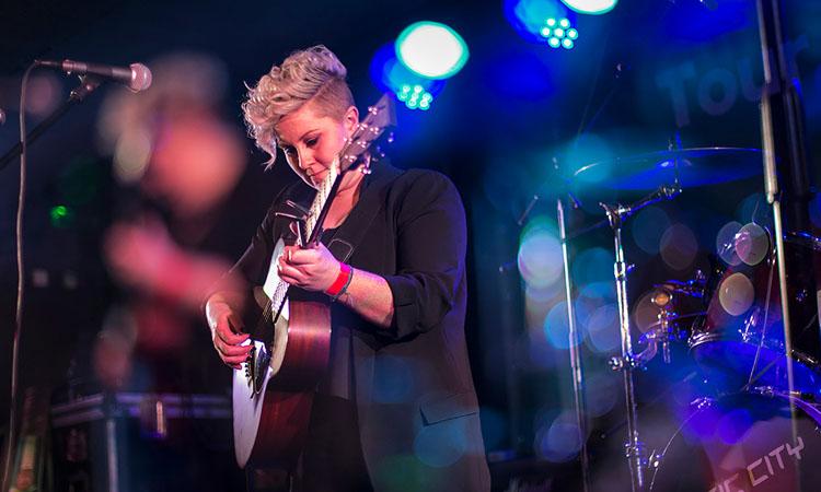 Grainne Hunt on stage photo by Ivi Rebova