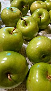 Granny Smith apples to dip in caramel