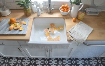 How to clean with vinegar water