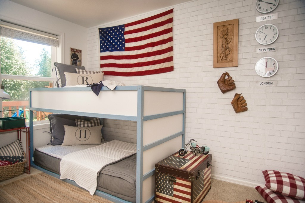 Boys bedroom Americana Theme with Bunkbeds