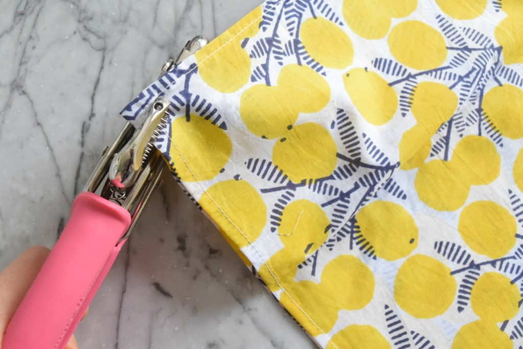No Sew Pillows- Easy DIY pillows out of napkins