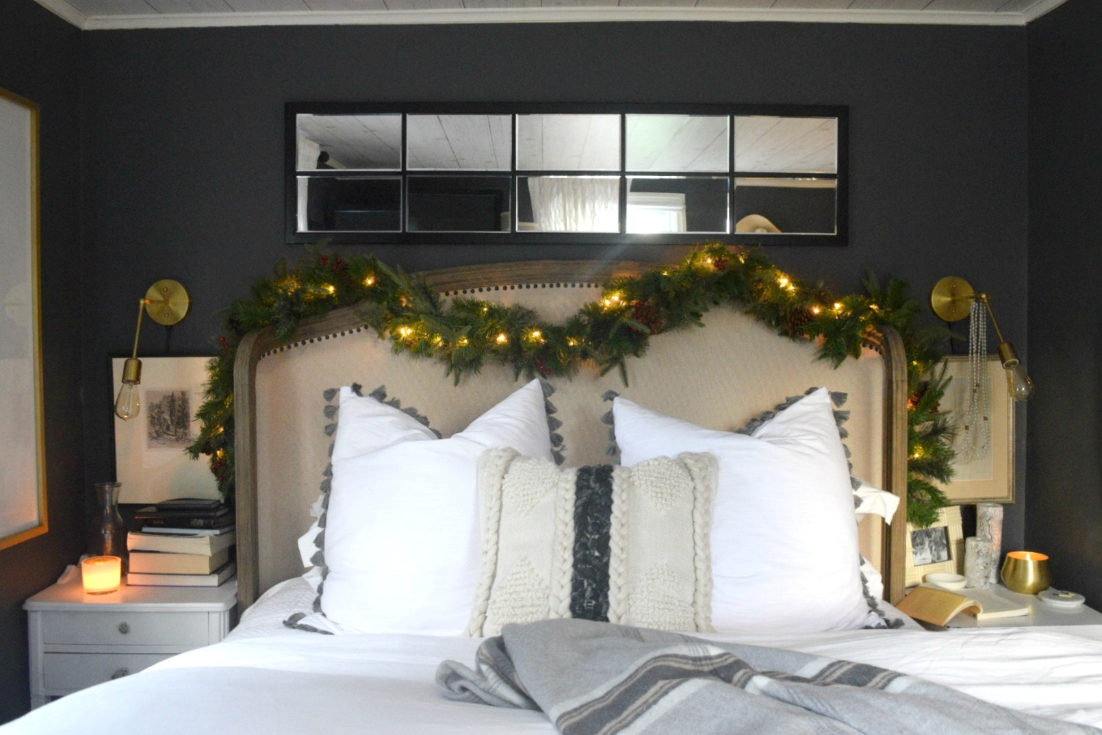 Christmas Bedroom Ideas- Simple Garland and Cozy Bedding