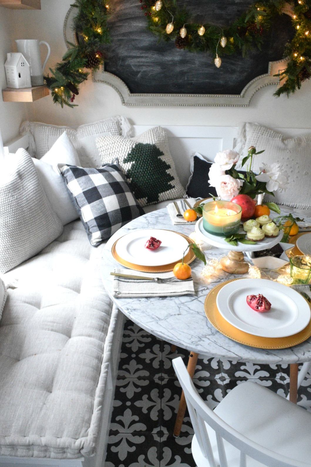 Christmas Table Scape Ideas.Christmas Entertaining Ideas And Casual Table Setting