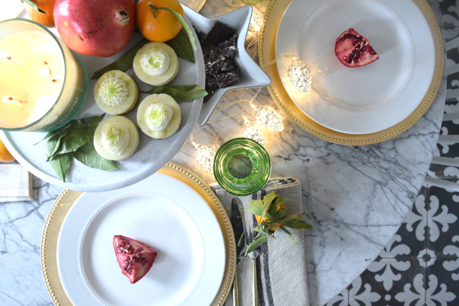 Christmas Entertaining Ideas and Casual Table Setting - Nesting ...