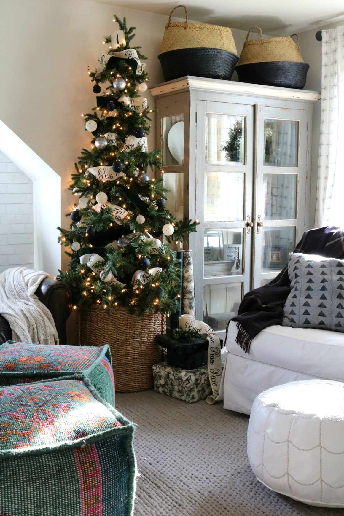 Christmas ideas in a small space upstairs tour nesting - Small room decor ideas ...