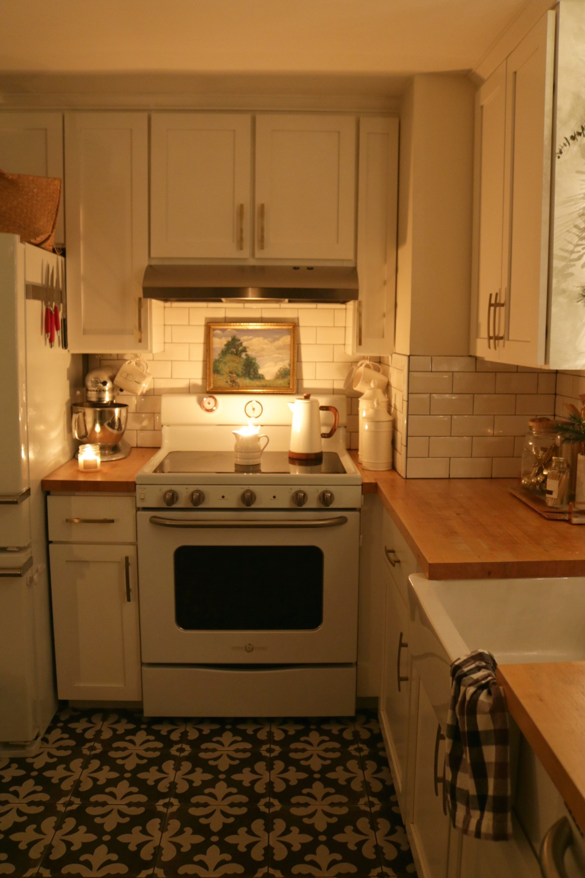 Christmas Night Home Tour- 1100 Square Feet Tiny House Tour