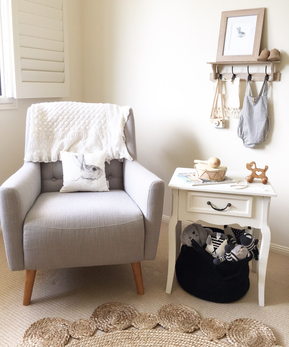 If you're looking for nursery ideas and you love the peaceful tones of a neutral colour palette (or you're just not sure what you're having!), then you'll want to see how Kristy put together this beautiful and calming space for her little boy Elliott. Planning For Baby | Nursery Ideas | Neutral Nurseries