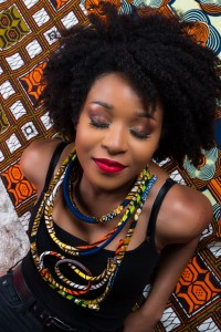 Photo fille maquillage afro wax bijoux Beroots Krèasyon/Création