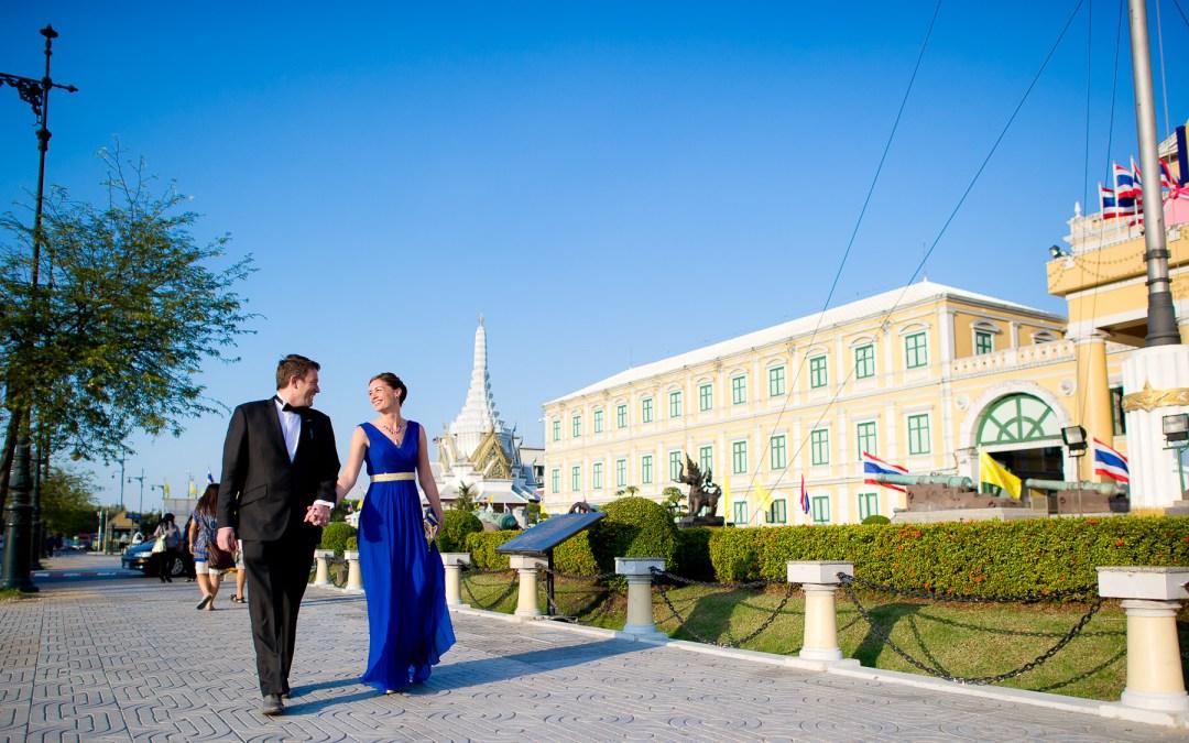 ภาพ พรีเวดดิ้ง คู่แต่งงาน ใน กรุงเทพ | BANGKOK THAILAND POST-WEDDING AT MINISTRY OF DEFENSE – PUBLIC PARK – TUKTUK – ANANTASAMAKHOM THRONE HALL – RAMA VIII SUSPENSION BRIDGE