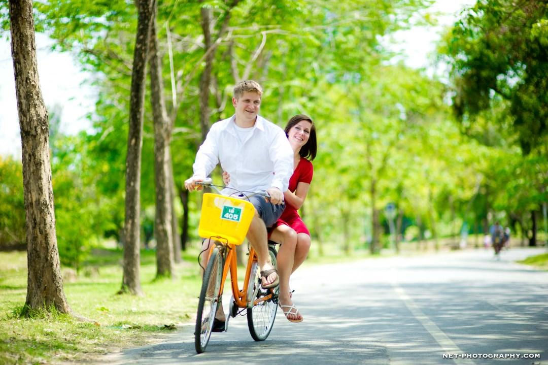 Thailand Bangkok Rod Fai Park Engagement Session
