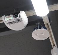 次世代型コンビニに設置されたカメラとセンサー