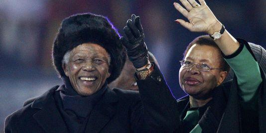 Nelson Mandela aux côtés de Graça Machel, son ultime amour.