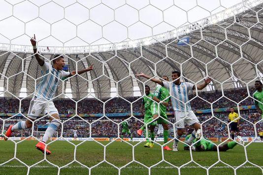 La joie de Marcos Rojo (à gauche), lors de la victoire argentine contre le Nigeria, mercredi 25 juin.