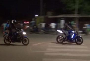 Des courses de moto anarchiques en pleine rue à Ouagadougou