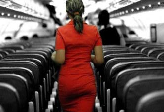 Une hôtesse attrapée en pleine partie de jambes en l'air lors d'un vol