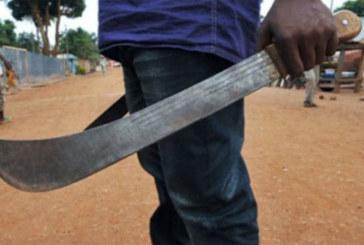 Kongoussi: Armé d'une machette, il bloque l'accès de son ancien lieu de travail