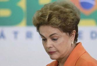 Brésil : Dilma Rousseff écartée du pouvoir et remplacée par son ancien allié Michel Temer.