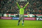 Vidéo+photos- Euro 2016 : Pourquoi Gabor Kiraly le fantasque gardien de la Hongrie joue en jogging