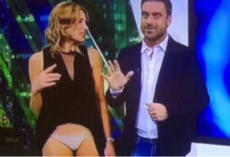 Une présentatrice montre sa culotte en direct