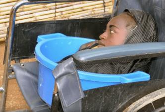 Vidéo : Née physiquement handicapée, elle dit être heureuse et remercie le seigneur