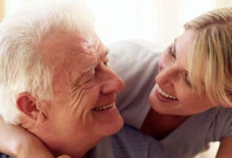 Pourquoi les femmes aiment-elles les hommes plus âgés ?