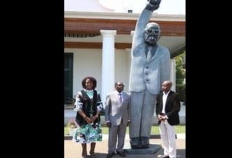 Zimbabwe: Robert Mugabe très satisfait de sa statue malgré les critiques