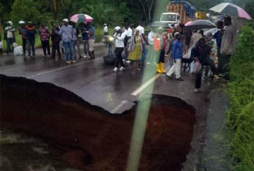 La route entre les deux principales métropoles du Cameroun coupée