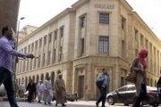Sous pression, l'Égypte dévalue sa monnaie