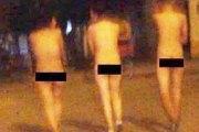 (Photo) Trois voleuses forcées à défiler nues dans la rue