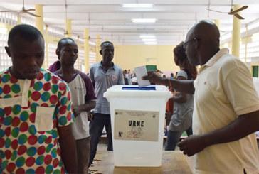 Législatives en Côte d'Ivoire: le président Ouattara espère une majorité forte