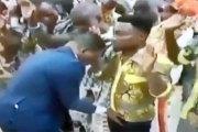 Un pasteur affirme agrandir le sexe de ses fidèles par la puissance de Dieu (Photo / Vidéo)