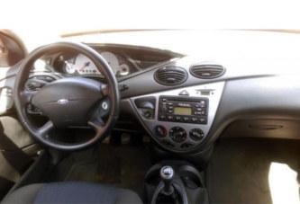 A vendre: Ford Focus année 2001, prix, 2 300 000 FCFA