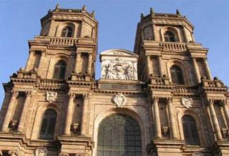 Rennes : le curé de la cathédrale est devenu grand-père!