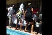 Zimbabwe: des pr0stituées 'twerkent' lors des funérailles d'une de leurs collègues (VIDÉO)