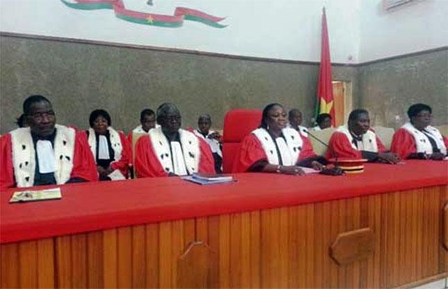 Haute cour de justice le gouvernement pr voit l appel for Haute justice