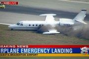 Un avion perd une roue en plein vol et atterrit en catastrophe (vidéo)