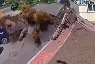 VIDEO. Ukraine : la spectaculaire explosion d'une conduite d'eau souterraine