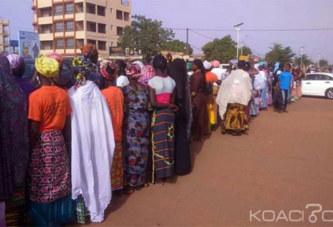 Burkina Faso: Des «mamies» marchent à Ouagadougou contre l'agression le l'artiste Adja Divine