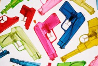 Les armes en plastique interdites au Pakistan