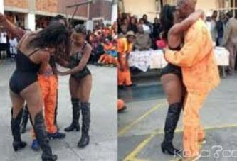 Afrique du Sud: Des Strip-teaseuses dans une prison, 13 gardiens menacés de suspension