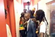 Agression d'un journaliste de Radio Oméga: La vidéo de l'agression et les visages des agresseurs