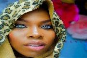 La fille nigériane aux yeux kaléidoscopiques sollicitée pour une carrière de top modèle (vidéo)