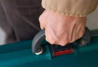 Un voyageur transportait deux bras dans sa valise