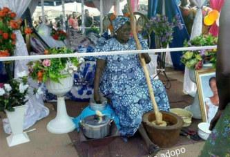 No comment – Ghana : Exposition du corps d'une dame lors de ses funérailles