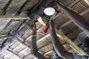Technologie: Un ivoirien connecte un village isolé à internet grâce à la lumière. Vidéo