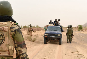Human Right Watch accuse l'armée malienne et burkinabè de « graves violations » des droits humains (rapport)